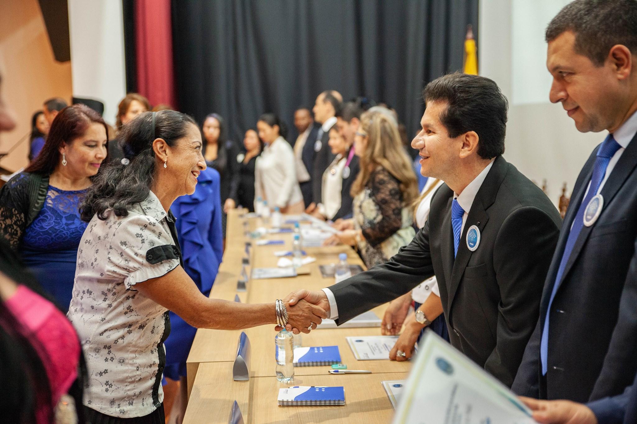 Reconocimiento y graduación de mas de 1000 personas en la Universidad de la Salle (18)